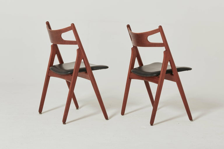 Set of Six Hans Wegner CH-29 Sawbuck Dining Chairs, Carl Hansen, Denmark In Good Condition For Sale In London, GB