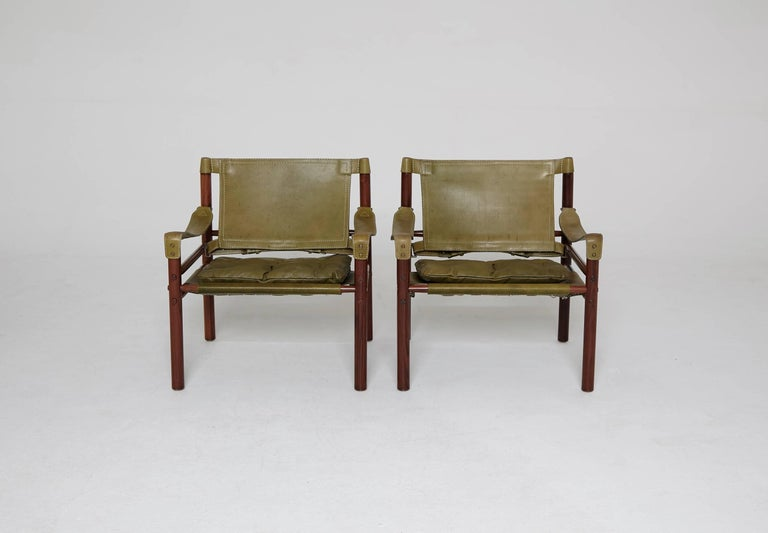 A beautiful original pair of Arne Norell safari sirocco chairs in rosewood and green leather, 1960s-1970s, Sweden.