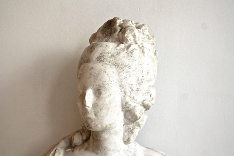 18th Century White Marble Bust of Queen Marie-Antoinette In Fair Condition For Sale In Brussels, BE