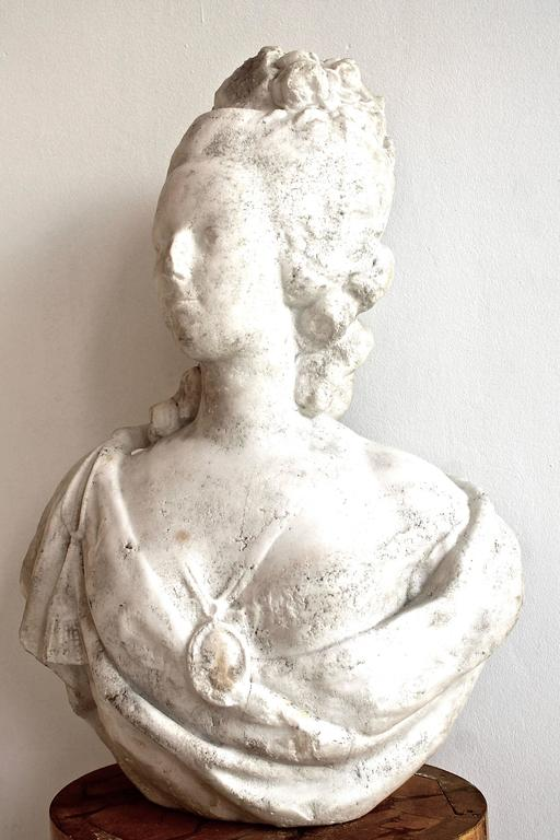 Statuary Marble 18th Century White Marble Bust of Queen Marie-Antoinette For Sale
