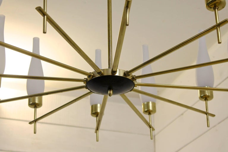 1960s Italian Chandelier in Brass and Opaline Glass In Excellent Condition For Sale In Brussels, BE