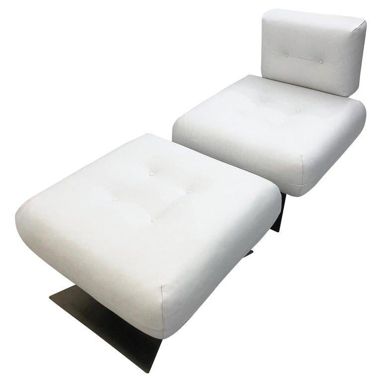 Mid-Century Modern Alta Chair and Ottoman by Oscar Niemeyer, White Leather For Sale