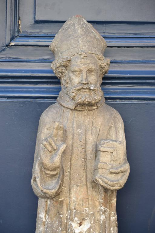 Beautiful 16th Century Statue of St. Nicholas in Carved Stone For Sale 2