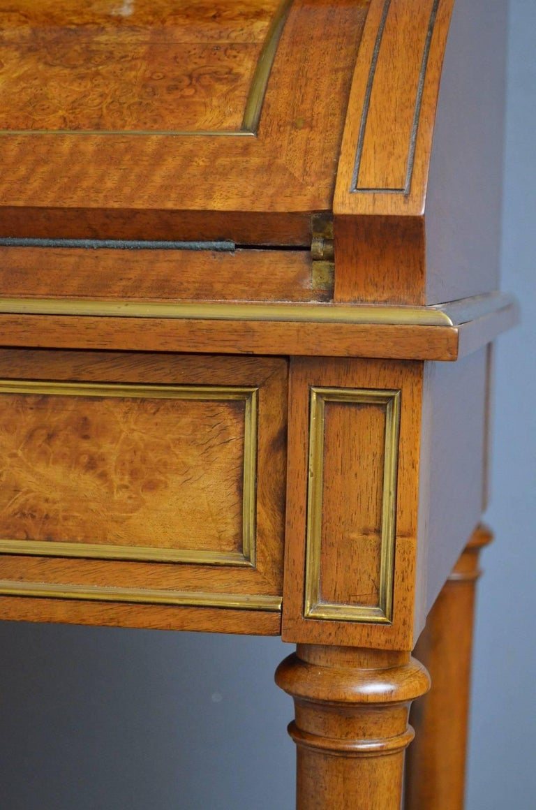 19th century french bureau in walnut for sale at 1stdibs for Bureau french