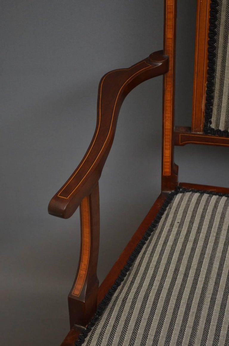 Edwardian Mahogany and Inlaid Settee In Excellent Condition For Sale In Whaley Bridge, GB