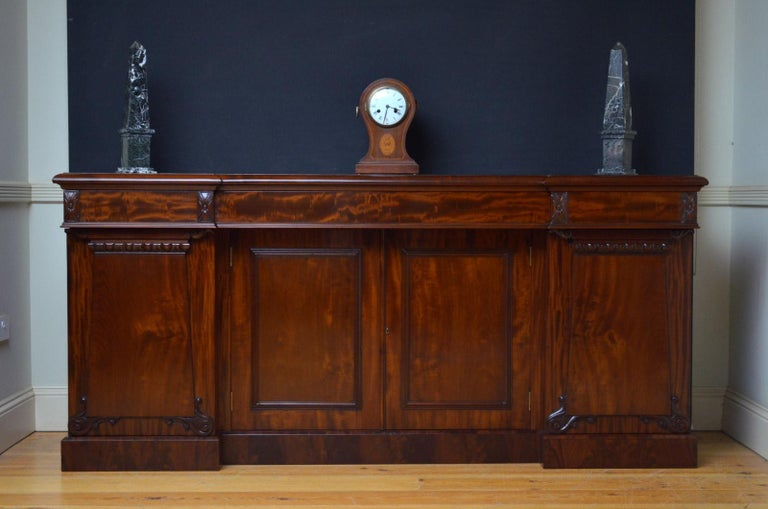English Superb Quality William IV Mahogany Sideboard For Sale