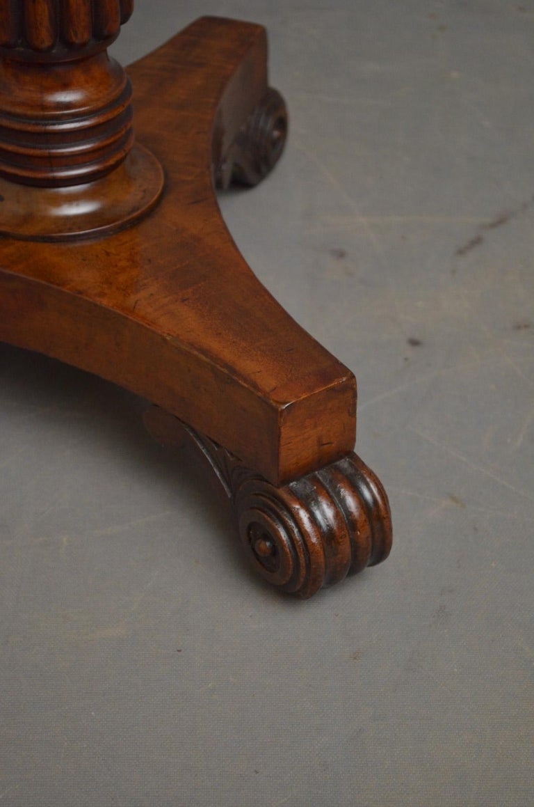 Regency Coffee Table in Mahogany For Sale 1