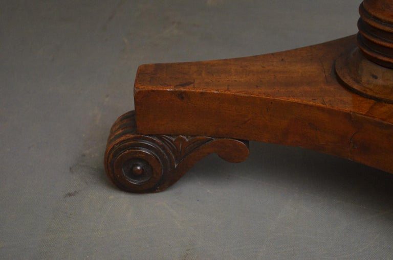 Regency Coffee Table in Mahogany For Sale 2
