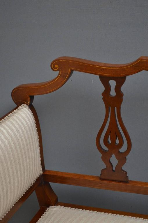 Edwardian Mahogany Settee In Excellent Condition For Sale In Whaley Bridge, GB