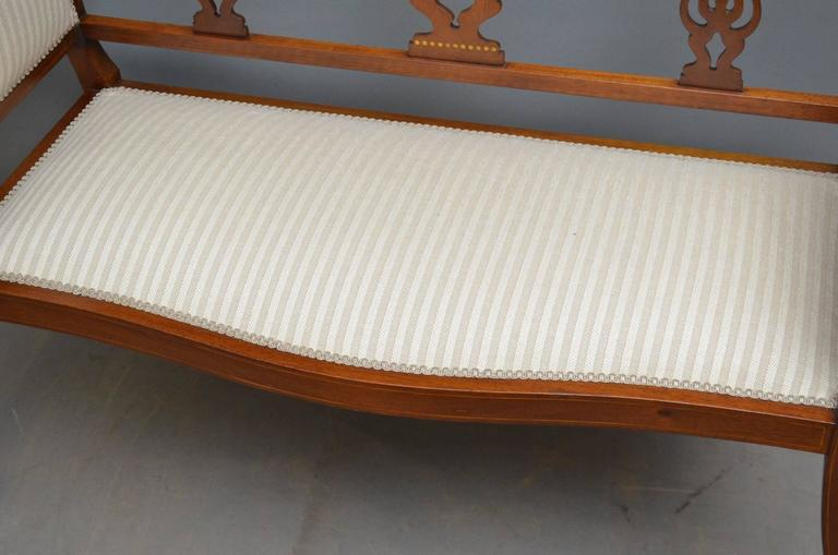 Early 20th Century Edwardian Mahogany Settee For Sale