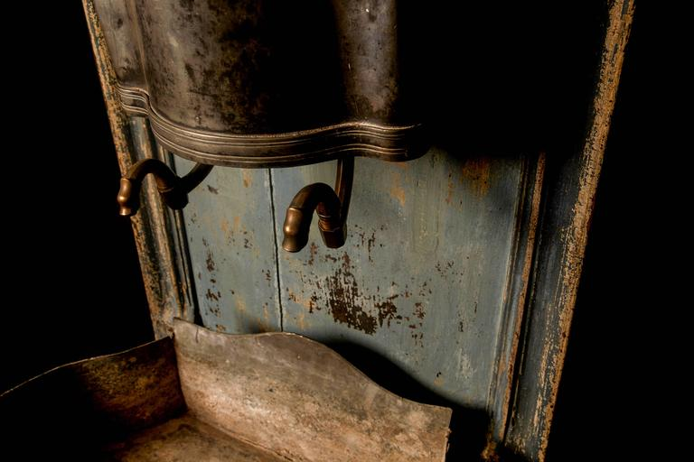 Brass A rare Louis XV wooden throne with zinc water font, 18th century For Sale