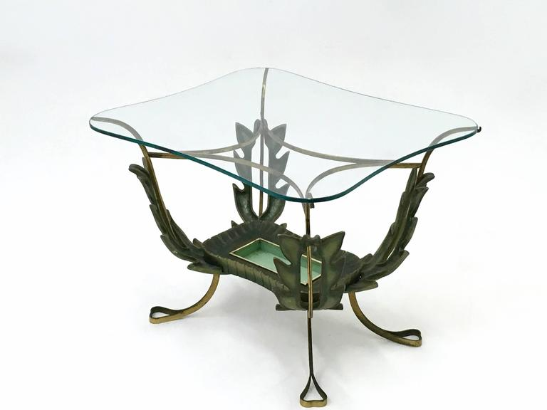 It features a brass and varnished metal frame and a glass top.  It is a vintage item, therefore it might show slight traces of use, but it can be considered as in very good origina condition and ready to become a piece in a home.