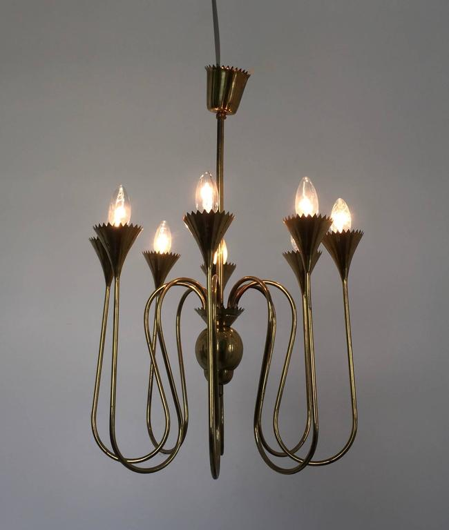 Wonderful and elegant chandelier highly ascribable to Ulrich, Italy, 1940s. Made in brass. In excellent original condition.