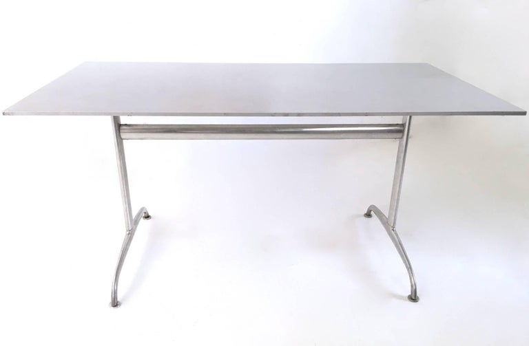 Made in aluminum. It is in excellent original condition but may show traces of use on the top, which are imperceptible.