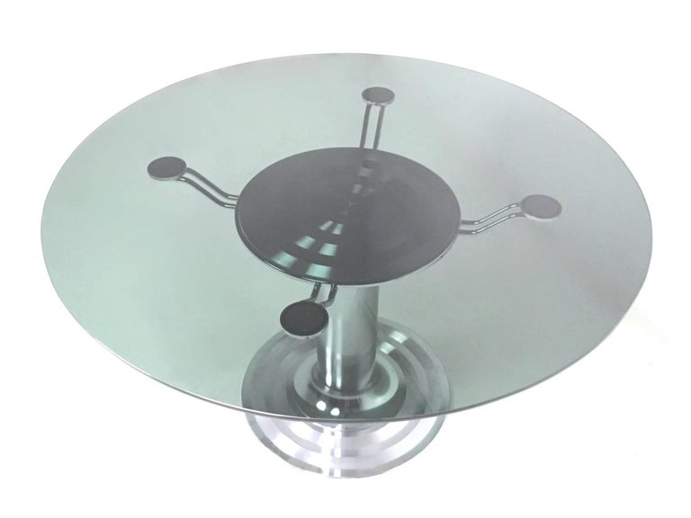 Round Chromed Metal Dining Table with a Tempered Glass Top, Italy, 1970s In Excellent Condition For Sale In Bresso, Lombardy