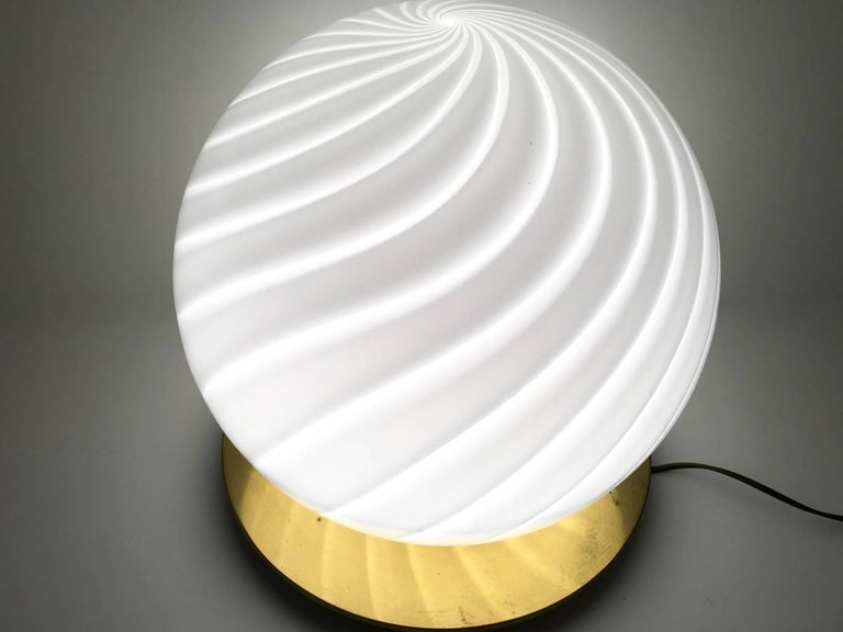 Large Round Murano Glass Table Lamp by Venini, Italy, 1970s In Excellent Condition For Sale In Bresso, Lombardy