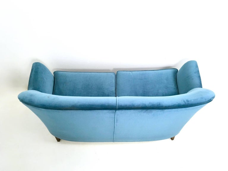 Mid Blue Velvet Living Room Set, Italy, 1950s In Good Condition For Sale In Bresso, Lombardy