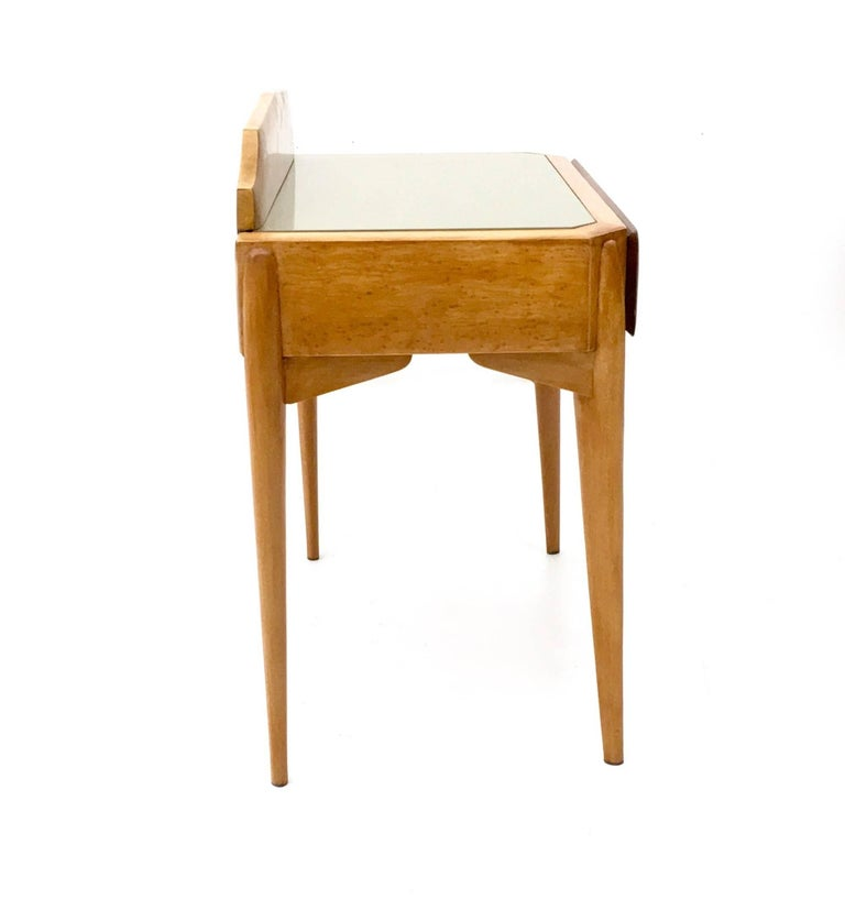 Mid-20th Century Pair of Birch and Beech Nightstands with a Glass Top, Italy, 1950s For Sale