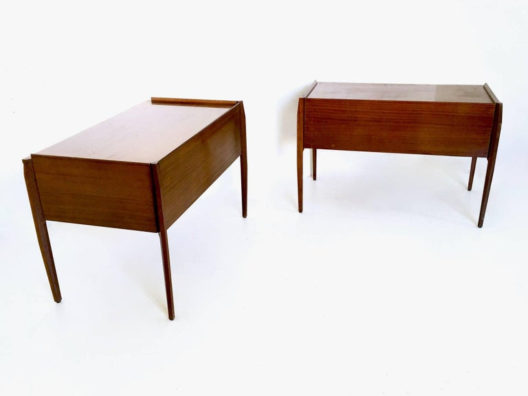 Italian Pair of Mahogany Writing Desks in the Style of Gio Ponti, Italy, 1950s-1960s For Sale