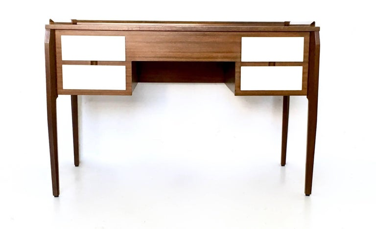 Pair of Mahogany Writing Desks in the Style of Gio Ponti, Italy, 1950s-1960s In Excellent Condition For Sale In Bresso, Lombardy