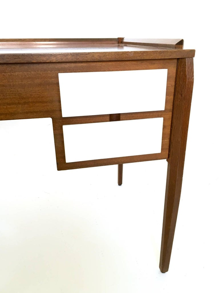 Pair of Mahogany Writing Desks in the Style of Gio Ponti, Italy, 1950s-1960s For Sale 5
