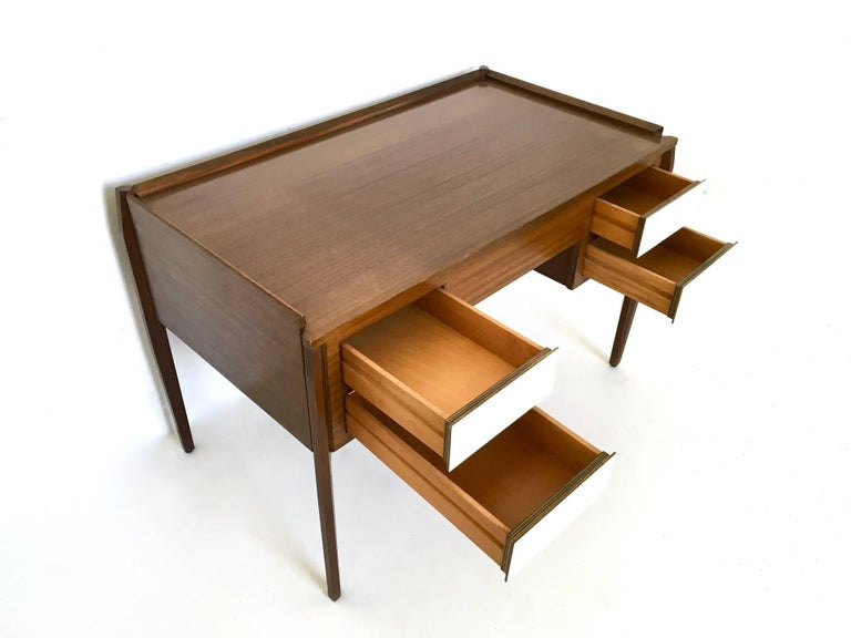 Pair of Mahogany Writing Desks in the Style of Gio Ponti, Italy, 1950s-1960s For Sale 4