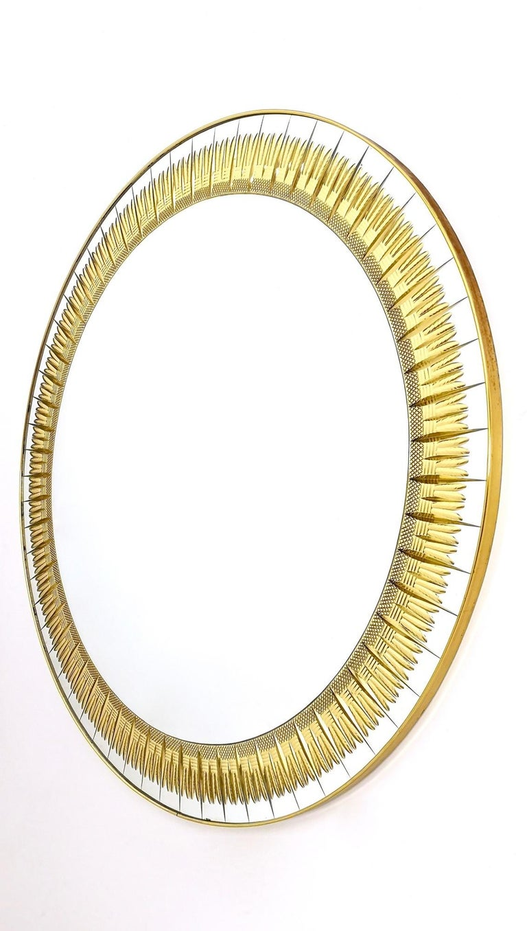 Large Round Wall Mirror by Cristal Art with Gold Engraving, Italy, 1960s In Excellent Condition For Sale In Bresso, Lombardy