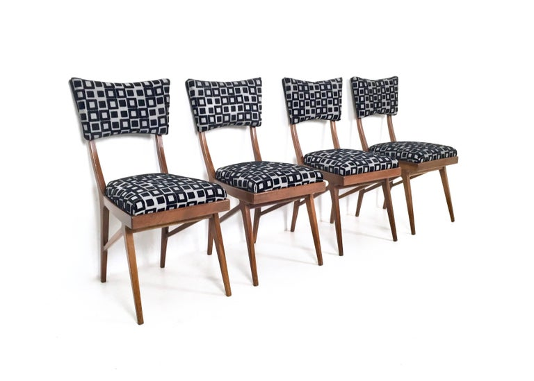 Set of Four Black and White Mahogany Chairs in the Style of Ico Parisi, 1950s In Excellent Condition For Sale In Bresso, Lombardy