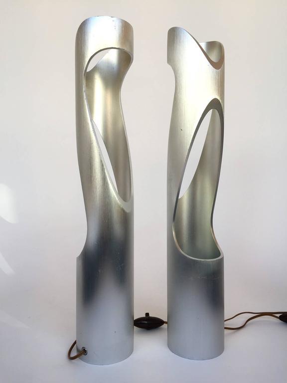 Pair of sculptural lamps in cast aluminium. An Italian design from the 1970s-1980s. This is a famous manufacture like Arteluce, Artemide, Reggiani, Sciolari.