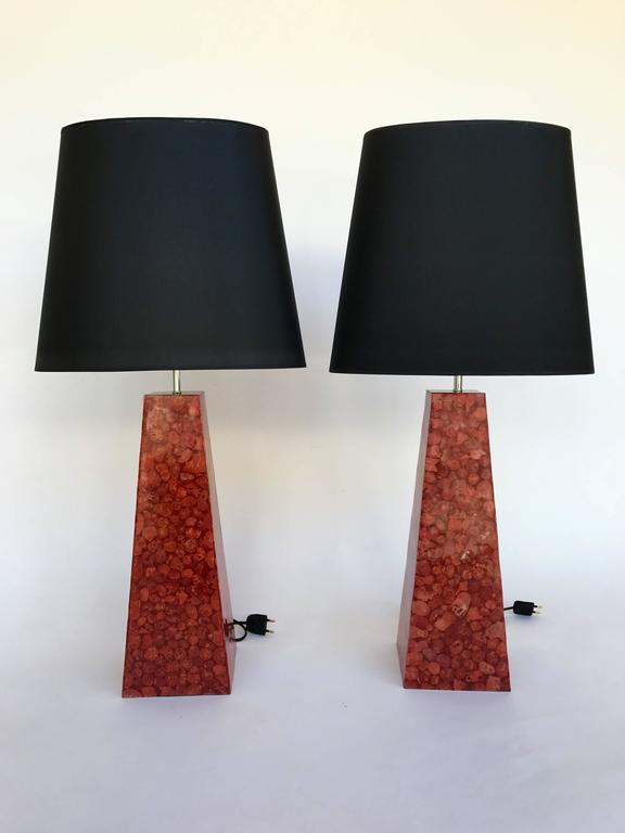 Pair of pyramidal table or bedside lamps in wood real red coral veneer. In the style of Sottsass, Memphis, Mendini, Michele De Lucchi, Matteo Thun, Marco Zanini, Aldo Cibic, Andrea Branzi, Shiro Kuramata, Archizoom during the 80s  Note: