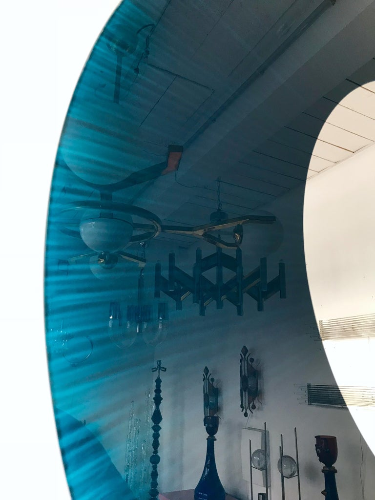 Circle mirror blue glass, nice detail in the glass, nice size. Glas Italia was one of the editor of the designer Nanda Vigo. Famous design like Memphis, Glas Italia, Sottsass.
