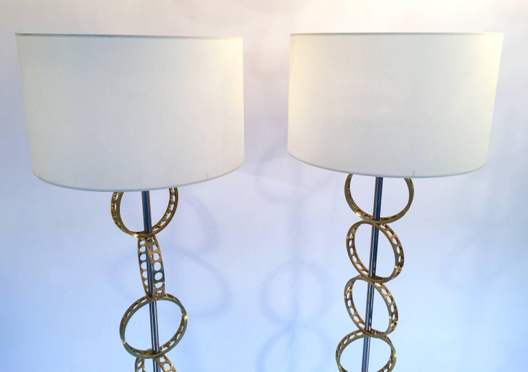 Contemporary pair of brass circle floor lamps lightning, construction of mobile circle in brass. Each disc had a diameter of 18 centimeters. Neo Industrial elegant and luxe style. An artisanal creation of quality. Note: Demonstration shades not