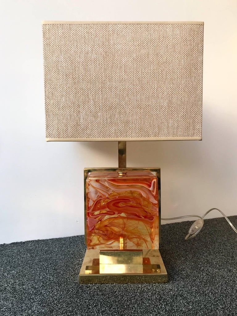 Very fresh pair of brass cage lamps with an impressive and massive red Murano pressed glass cube. Base lamps. Demonstration shades no included. In the style of Mazzega, Poliarte, Venini, Vistosi, La Murrina, Carlo Aldo Nason, Artemide.