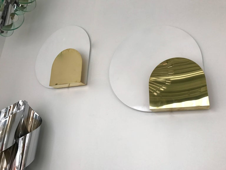 Pair of sconces or wall lights by the designer Pia Guidetti Crippa for the editor Lumi. White lacquered metal disc, brass shade for front part. Simple and elegant design. Famous manufacture like Luci, Sciolari, Reggiani, Stilux, Artemide, Arteluce,