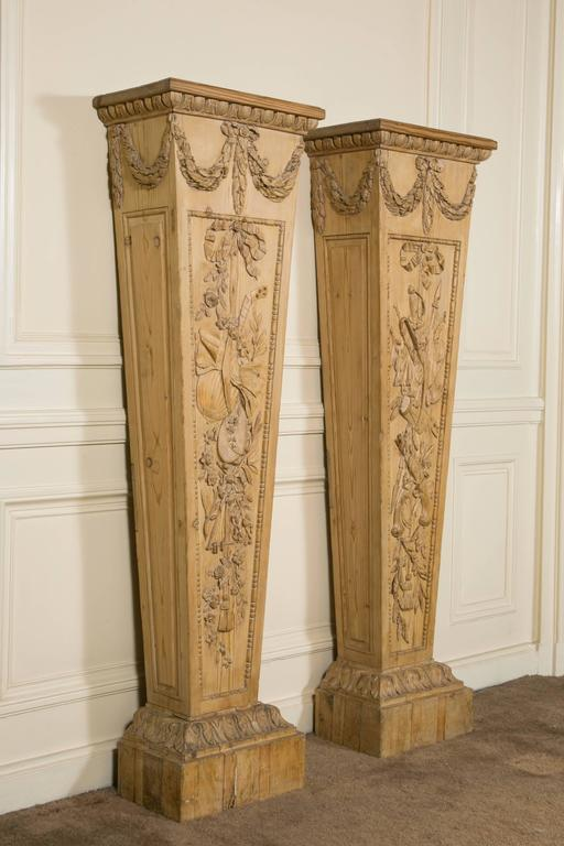 Very fine and rare pair of pedestals in pinewood, with different carving on each one representing drum, tambourin, horn, mandoline, flags, pistols, sabre, ribbons with tassels etc. and different leafs and flowers.