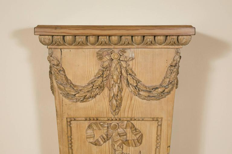 "Pair of Louis XVI Style ""Gaine"" Pedestal in Carved Pine  In Good Condition For Sale In Saint-Ouen, FR"