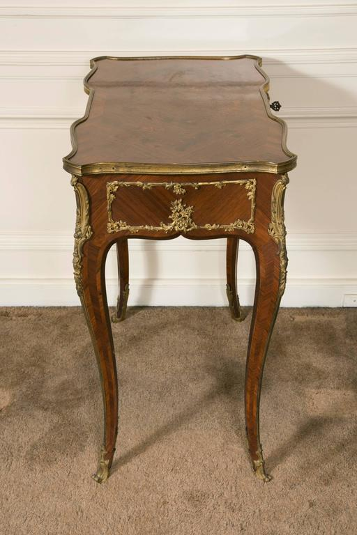French Kingwood Marquetry and Ormolu Mounted LXV Style Table Signed Raulin In Good Condition For Sale In Saint-Ouen, FR