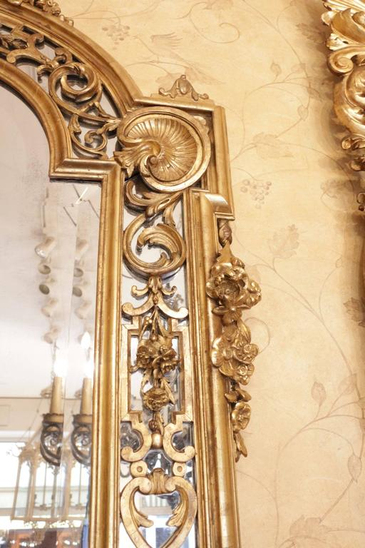 Fine and Large French 19th Century Giltwood Carved Mirror For Sale 1