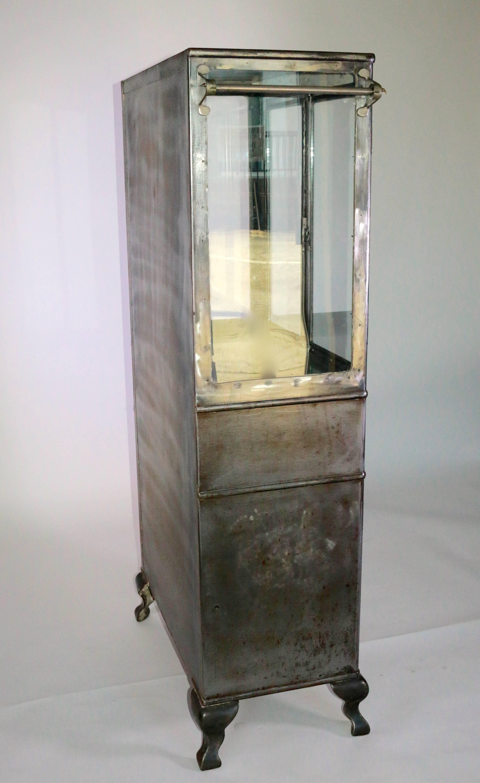 Industrial Modern 1920s Steel Metal Medical Cabinet For Sale 4