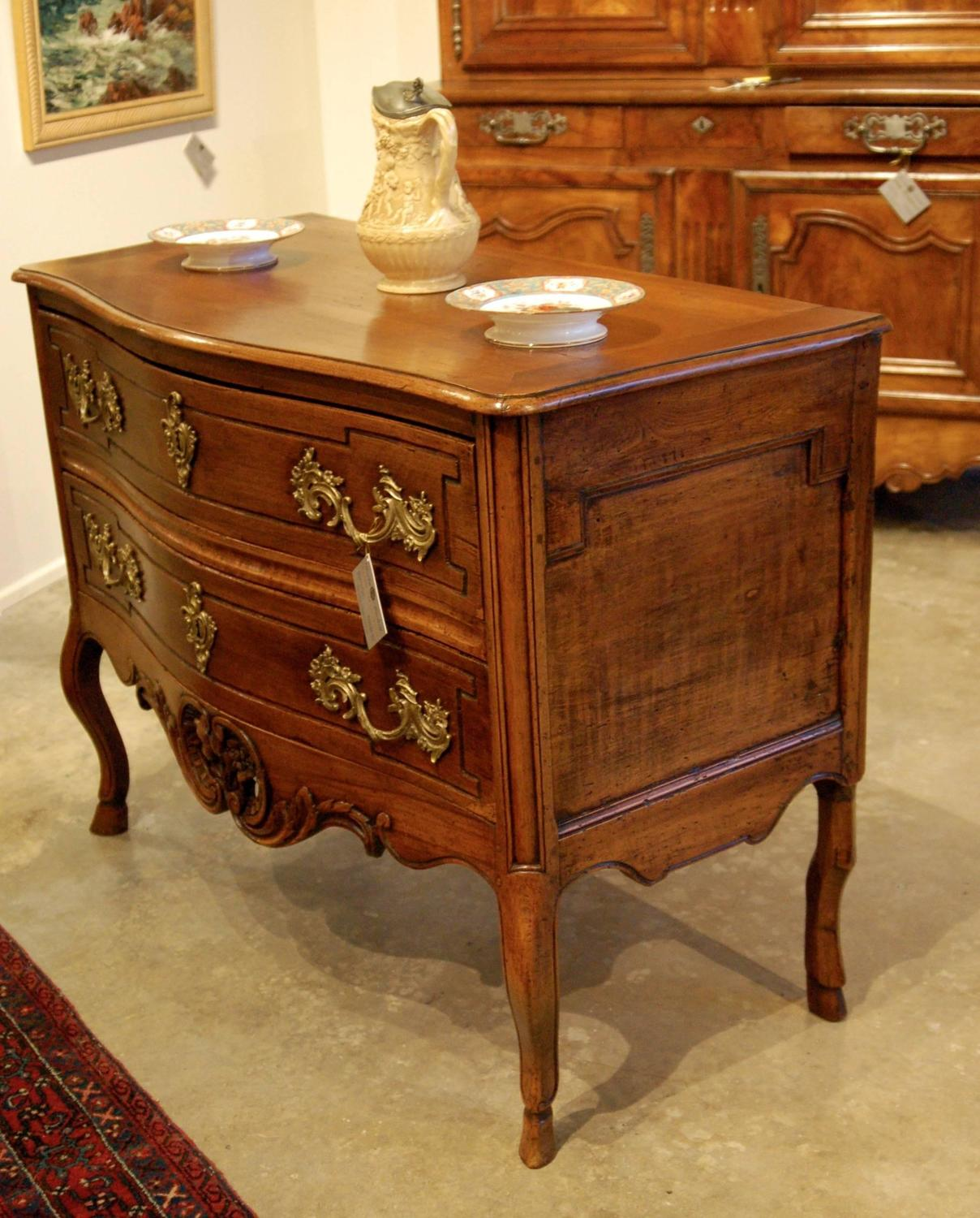louis xv period commode sur pieds for sale at 1stdibs. Black Bedroom Furniture Sets. Home Design Ideas