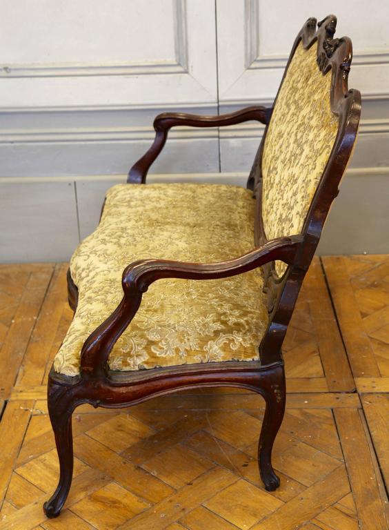 Rococo 18th Century Italian Walnut Sofa For Sale