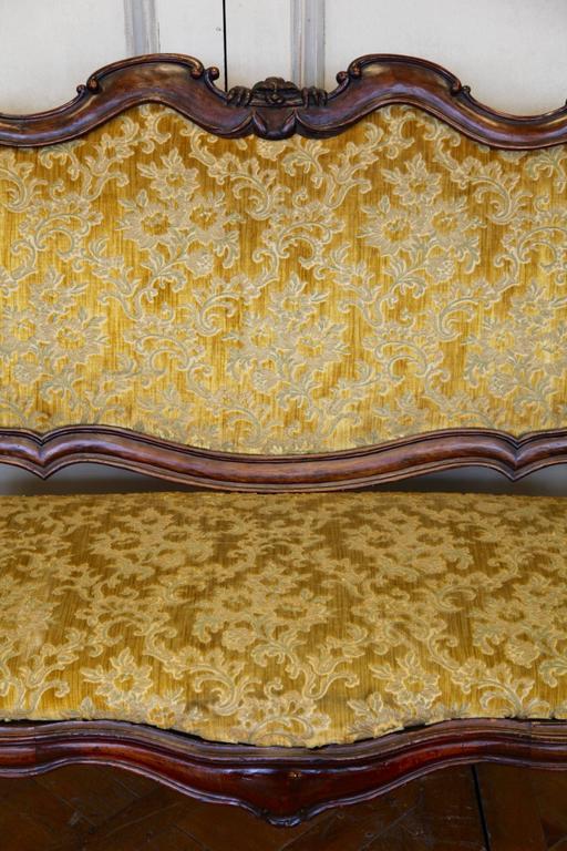 18th Century and Earlier 18th Century Italian Walnut Sofa For Sale