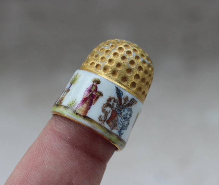Mid-18th Century Meissen Porcelain Thimble with Chinoiserie Scenes, circa 1735-1740 For Sale