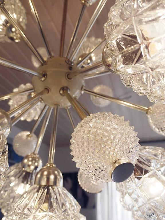 Large crystal glass sputnik chandelier with 25 arms ending in 13 large crystal globes and 12 smaller crystal balls. Made by Richard Essing, Germany in the 1960s. The lamp takes 12 small Edison base bulbs.