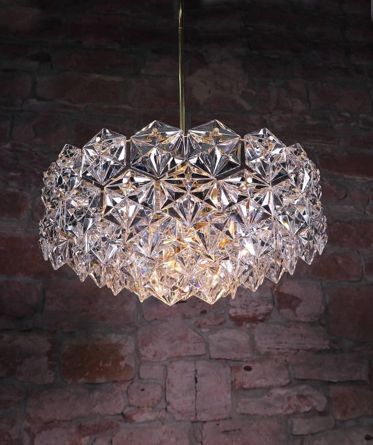 Large gold-plated and faceted crystal glass five-tier chandelier by Kinkeldey, Germany, 1960s. The rod is divided and can be adjusted as required for greater or lesser drop. Very good condition, the metal ist shiny and the glass without chips. The