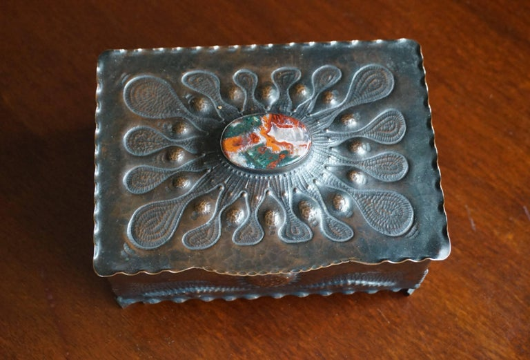 Dutch Museum Quality Hand-Hammered Copper and Gemstone Inlaid Arts & Crafts Box For Sale