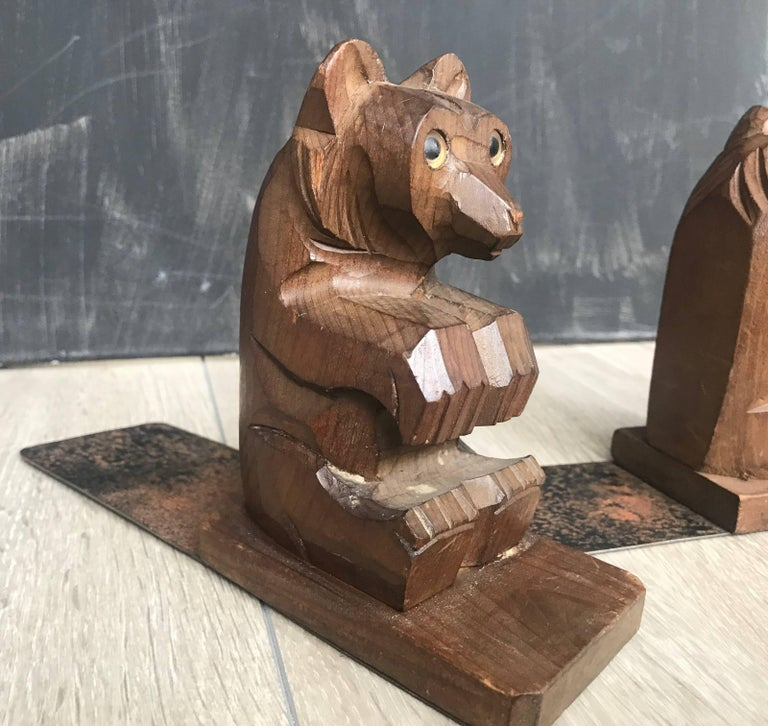 Highly Decorative Pair of Hand-Carved Art Deco Era, Wooden Sitting Bear Bookends In Excellent Condition For Sale In Lisse, NL