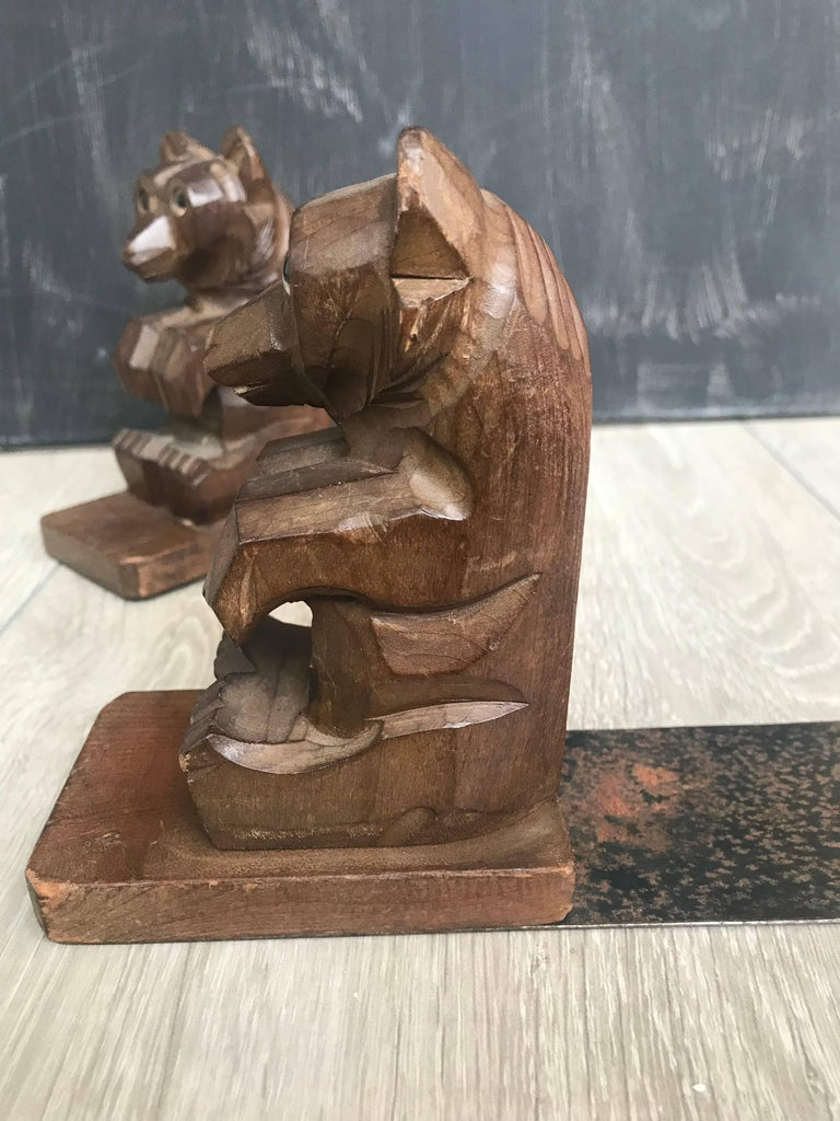 Highly Decorative Pair of Hand-Carved Art Deco Era, Wooden Sitting Bear Bookends For Sale 1