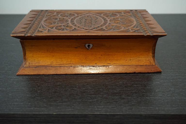 Rare and important piece of German social history.  This book-shaped and hand-carved jewelry box from 1840-1860 is likely to be the only one of its kind. A 'poesie album' was a booklet mainly for children. It was also known as a 'Freundschaftsbuch