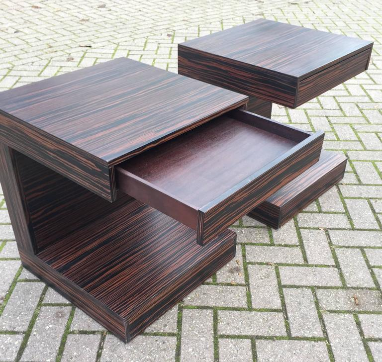 Mid-Century Modern Pair of Art Deco Style and Cubical Macassar Nightstands or Bedside Tables For Sale